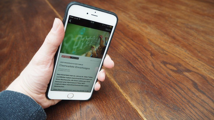 Accelerated Mobile Pages and Facebook Instant Articles