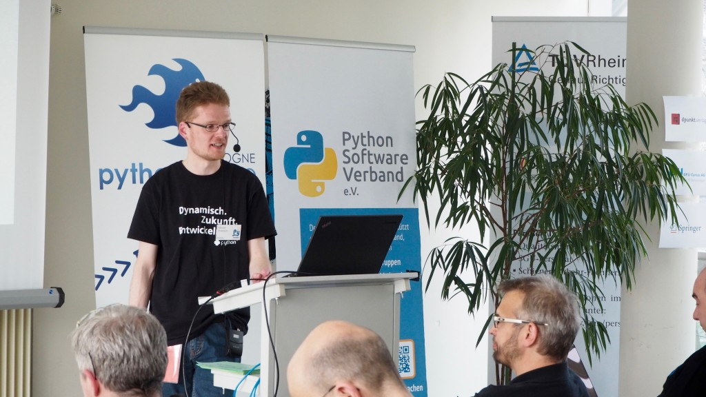 Oliver Frietsch bei den Lightning Talks beim PythonCamp 2016 in Köln