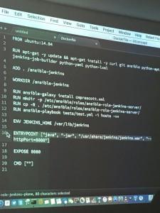 Timo Stollenwerk testet ein Ansible-Playbook, das Jenkins in Docker installiert